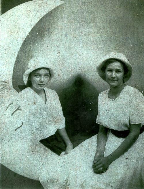 Phillipsburg, Missouri, Laclede County MO, Loreta McMenus Chandler, Reba McMenus Harrill, missouri cousins, family history, old photos