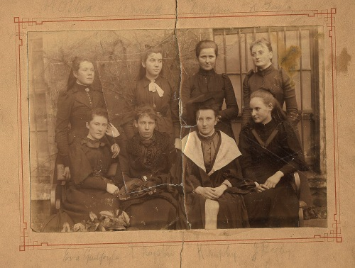 Irish school girls 1880, Irish antique photo, photography, Ireland