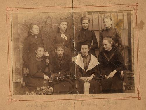 Irish school girls 1880, Irish antique photo, photography, Ireland